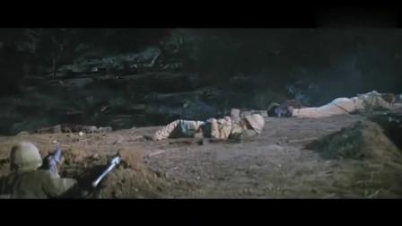 《我们曾经是战士》夜间作战时呼叫总部投照明弹,敌军却在眼前了