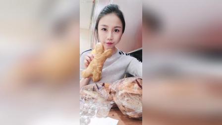 芝士肉松面包黄油面包片零食推荐穿搭
