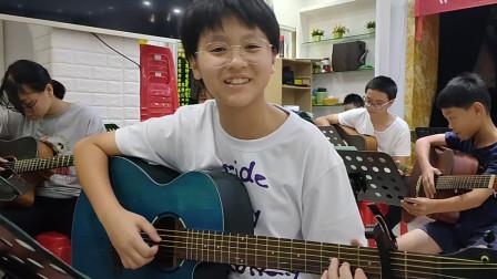 何俐鋆同学学习吉他弹唱视频