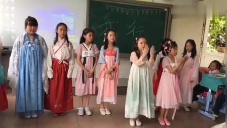 别人班级的小姐姐,穿汉服唱跳《出山》,自信的女孩子闪着光