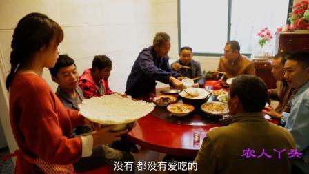 家里有人来吃饭, 白菜炖肉烧一锅, 为何上桌客人都抢着锅巴吃