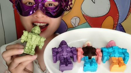 """小姐姐吃""""机器人巧克力"""",酷炫外形像机甲战士,果香浓郁超美味"""