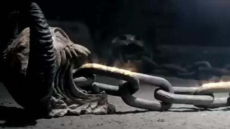 用这么大的锁链就为了锁一个人?这样真的太可怕了吧!