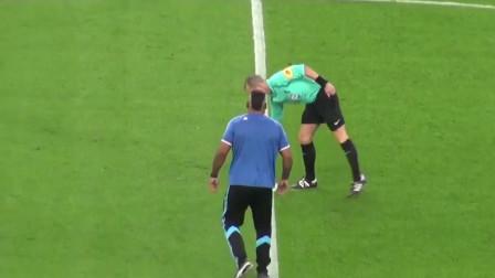 马赛球迷被邀请开球,主裁示意踢一脚意思意思,结果直接射门得分