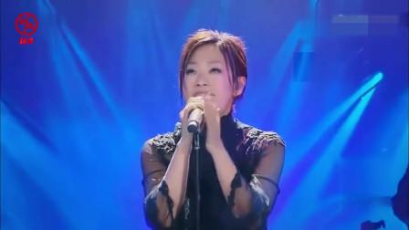 林忆莲深情演唱这首歌,每个音符都敲击着粉丝心灵,唱哭在场观众
