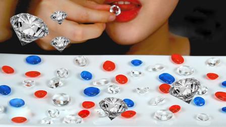 """行旅天下 小姐姐吃创意的""""宝石""""糖,一颗颗红宝石,嚼得咯嘣脆"""