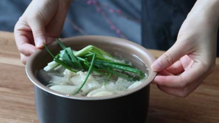 """""""菌中皇后""""竹荪,长得好看,煲汤味道鲜美,口感脆爽又清新"""