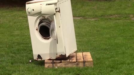 把砖头扔进洗衣机,转起来结果会怎样?来感受一下这个实验