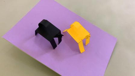 普通的纸条做的小马,放在桌子上会自己走路,这原理怎么解释?