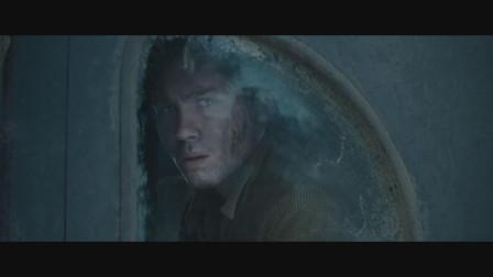 狂怒:新兵蛋子在坦克低下逃过一劫,出来之后就是英雄了