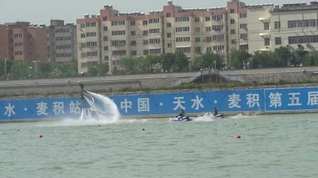 水上飞人表演来天水好多人没有见过上下翻飞太精彩了