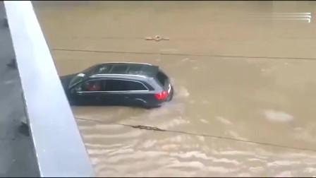 遇到一个大水沟,奥迪车主直接开过去
