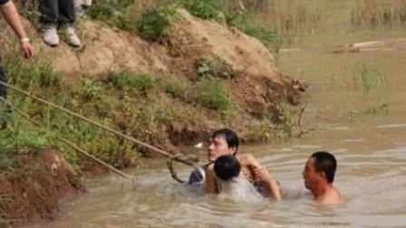 孙子淹死在河里,奶奶在河边总感觉孙子喊她,抽干河水后真相大白