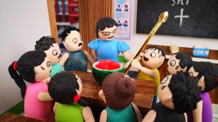 这么长的勺子怎么能吃到西瓜,臭蛋一个小举动提醒了班长,原来老师别有用心