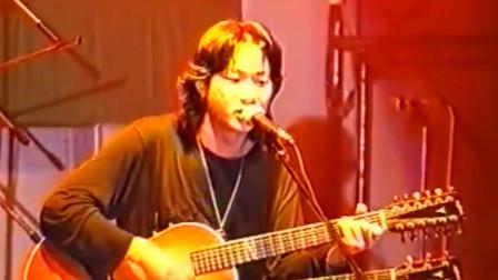 BEYOND93年马来西亚不插电演唱会席无虚座,观众席非常震憾