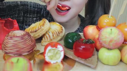 这是一个苹果味的吃播:苹果蛋糕、苹果果冻、苹果糖葫芦、苹果派