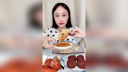 哈咯中午好呀~蛋黄酱好好吃泡菜大饺子~炸鸡提拉米苏大福~