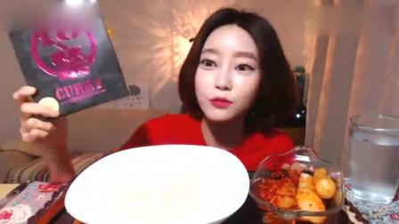 韩国吃播欧尼挑战18岁以下禁止食用的日本超辣鸡肉咖喱