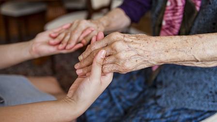 笃行为老之事 14亿人口大国探索老龄化应对