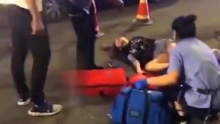 【哈尔滨】实拍:2名花季少女被轿车撞飞11伤