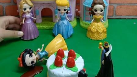 公主们给白雪送蛋糕,白雪吃了蛋糕中毒了,她们都说没下毒,到底是谁下的毒呢?