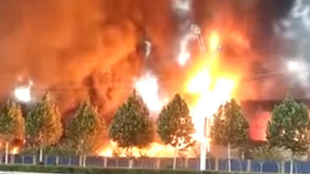 突发!焦作一皮革厂失大火 过火面积约500平火势凶猛