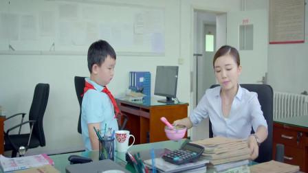 美女老师给学生补习,不料学生竟做出这一举动,太逗了!