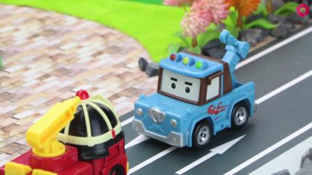 消防车罗伊没电了,斯普奇帮忙拉罗伊去充电站