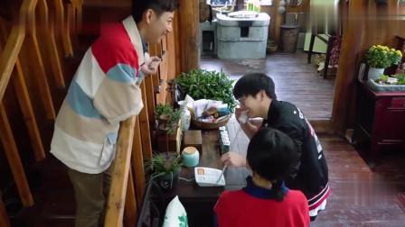 彭昱畅用粤语和客人流利对话,张子枫笑到不能自拔,太逗了!