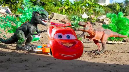霸王龙脊背龙和卡丁车玩具对决大战,最后两个好朋友得救了