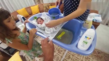 妈妈刚从孕婴店学了一招,从此宝宝洗澡不再哭闹,安全感倍增