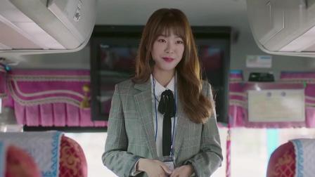 安公主變身中國導游, 不料在公交車上看到了奇怪的女孩!