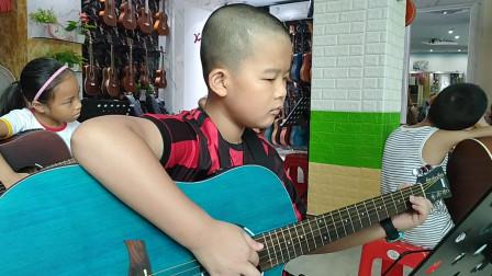 郑博文同学学习《兰花草》吉他弹唱视频