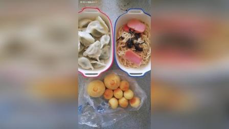 字幕喝假酒系列 饺子葱油拌面稻香村椰蓉球蛋黄酥