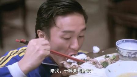 看香港老戏骨梁家仁吃饭,就这么一根菜叶,他都能吃整整一碗饭!
