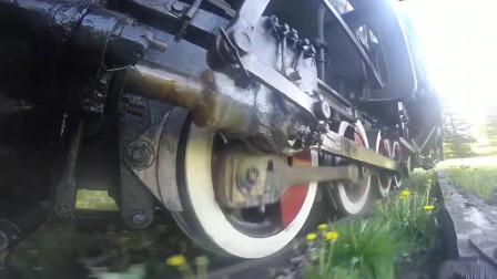 火车轮边上装个摄像头,带你感受一下,蒸汽火车运行时的状态