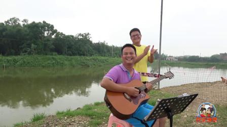 鱼儿高产有妙方法,小伙一把吉他一首歌搞定,简单还不需多花钱