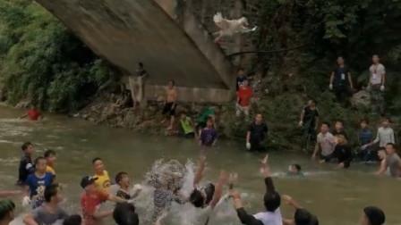 看什么看 广西闹鱼节!大鱼似橄榄球被疯抢