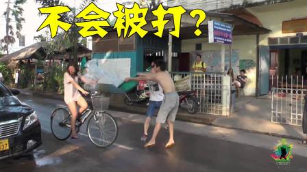 把路过的妹子,浑身都淋湿,这样真的不会有啥后果?拍于老挝