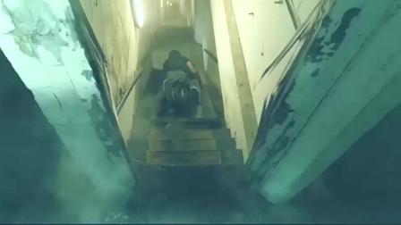 速度与激情7 托尼贾火速追击保罗沃克 身手灵活将保罗沃克撂倒在地!