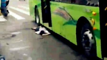 【重庆】行人斑马线上被公交车撞倒 倒地不起生命垂危