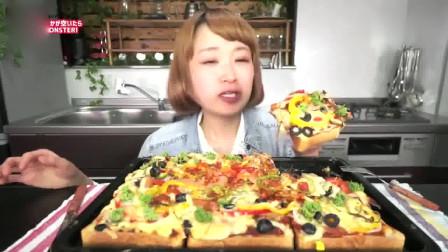 日本大胃王俄罗斯佐藤吃超巨大的芝士面包披萨,看着都想尝一口