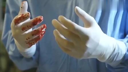 医生正在做手术,突然指甲变长,一旁的人还毫不知情