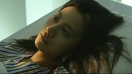 美女躺在床上做了一场噩梦,把自己吓不轻,魂都不在了
