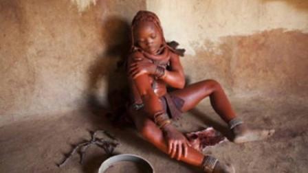 """世界上""""最脏""""的女人,一生都不洗一次澡,男人至少娶5个老婆,痒了就用泥巴糊!"""