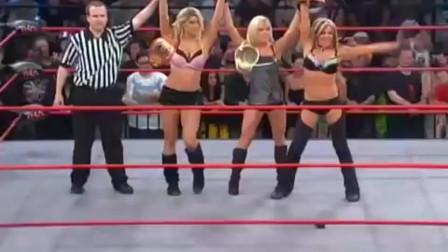 WWE小矮人最惨的一次_被三个女恶霸疯狂暴打_观众都不忍直视