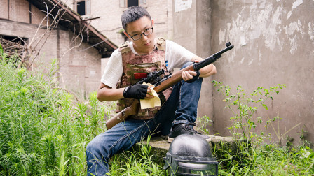 绝地求生真人版:大神单排吃鸡落地98k狙击枪,一打三瞬间秒杀三个菜鸟