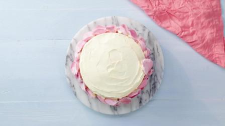 有什么比玫瑰花瓣蛋糕更浪漫?美食制作教程