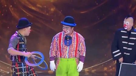 滑稽小丑对决萌宠,蠢萌袋鼠遭大白熊秒杀 笑傲江湖 20190713
