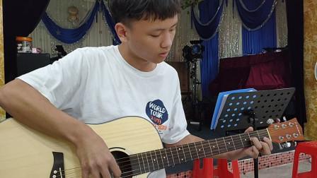 林家豪同学学习吉他弹唱《小草》视频